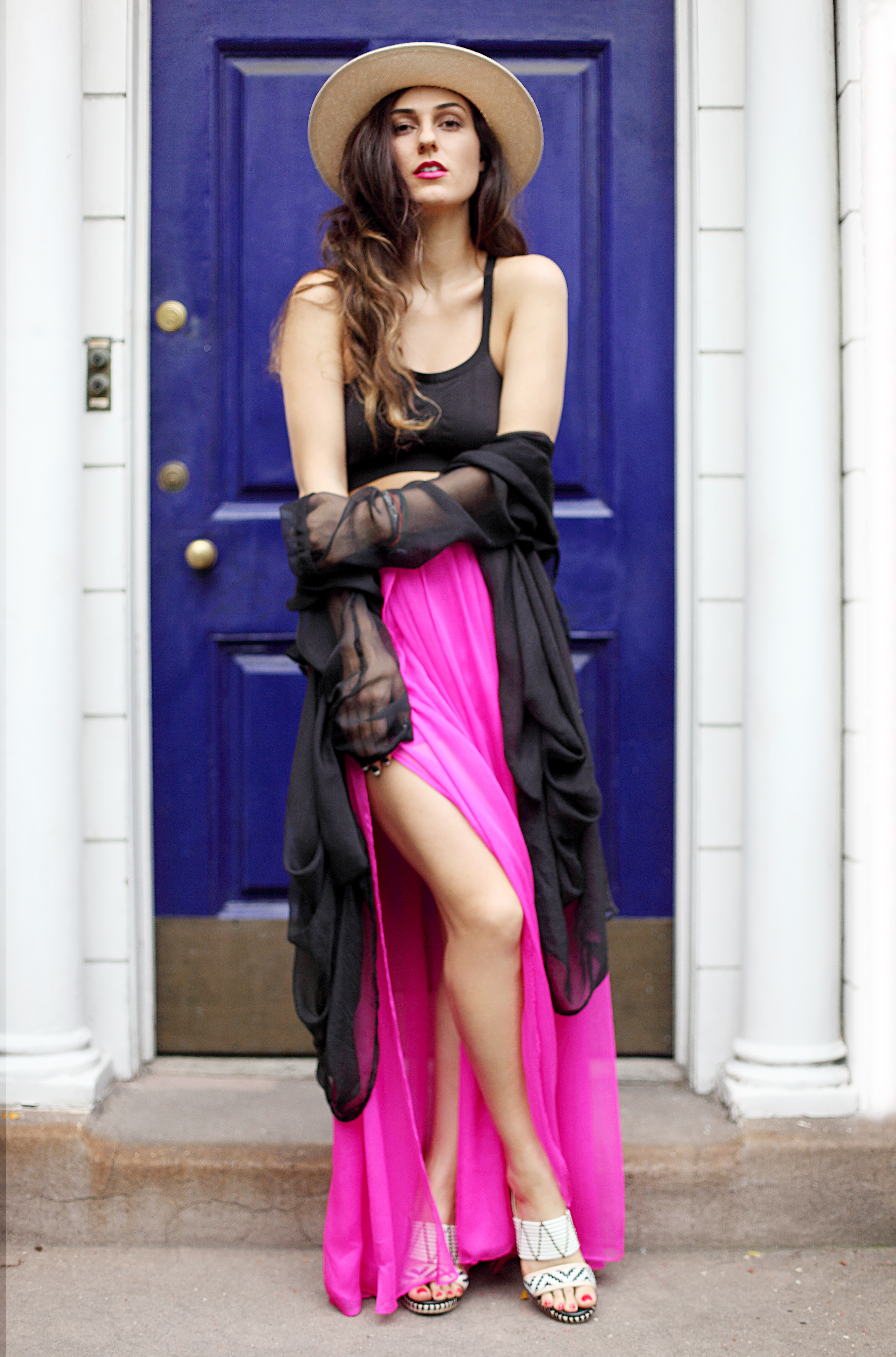 Neon-Blogger-Curvy-Woman-Hat