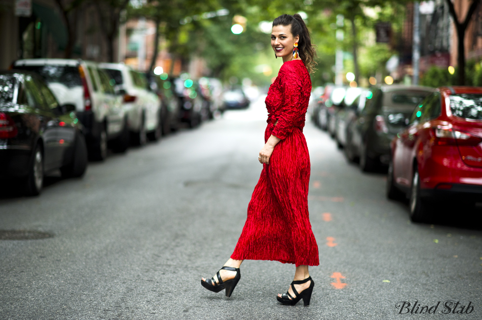 Red-Dress-Blogger-Streetstyle-Ideal-Body