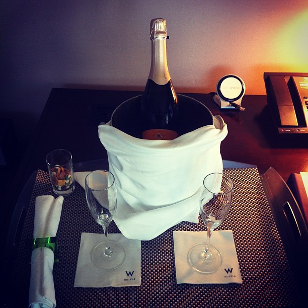 Instagram-Champagne-Hotel-Date-Night-Out