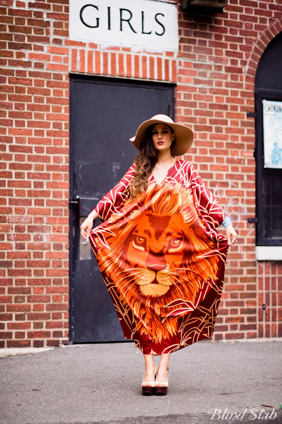 Blogger-Streetstyle-Tribal-Wide-Hat