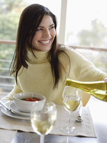Woman-Dining-Dinner-Restaurant-Diet