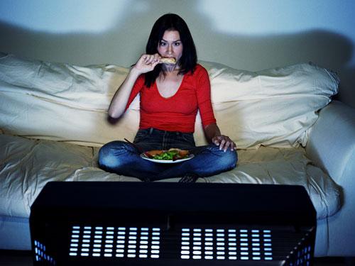 Woman-Binge-TV-Eating-Diet