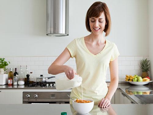 Woman-Breakfast-Pouring-Milk