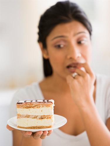 Woman-Cake-Diet-Will-Power