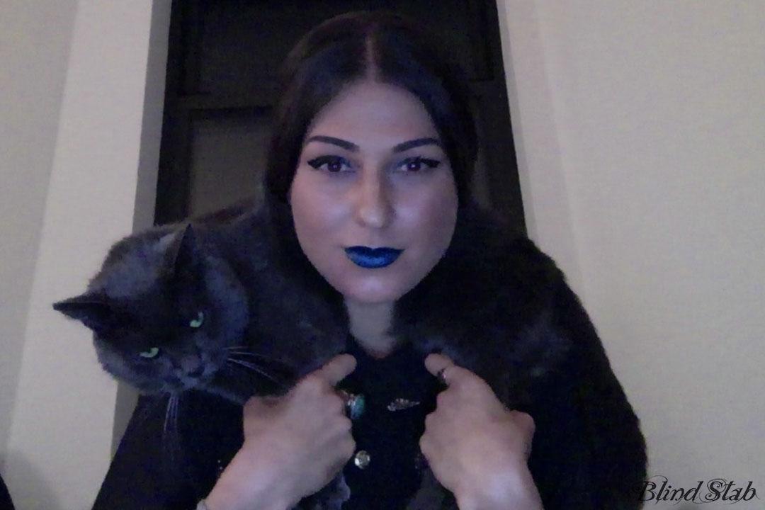 Lips-Lol-Cat-Curvy-Woman