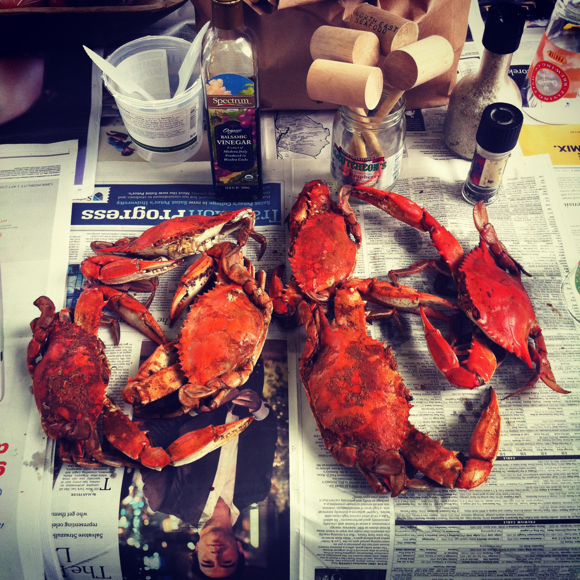 Crab-Maryland-Shuck-Shucking