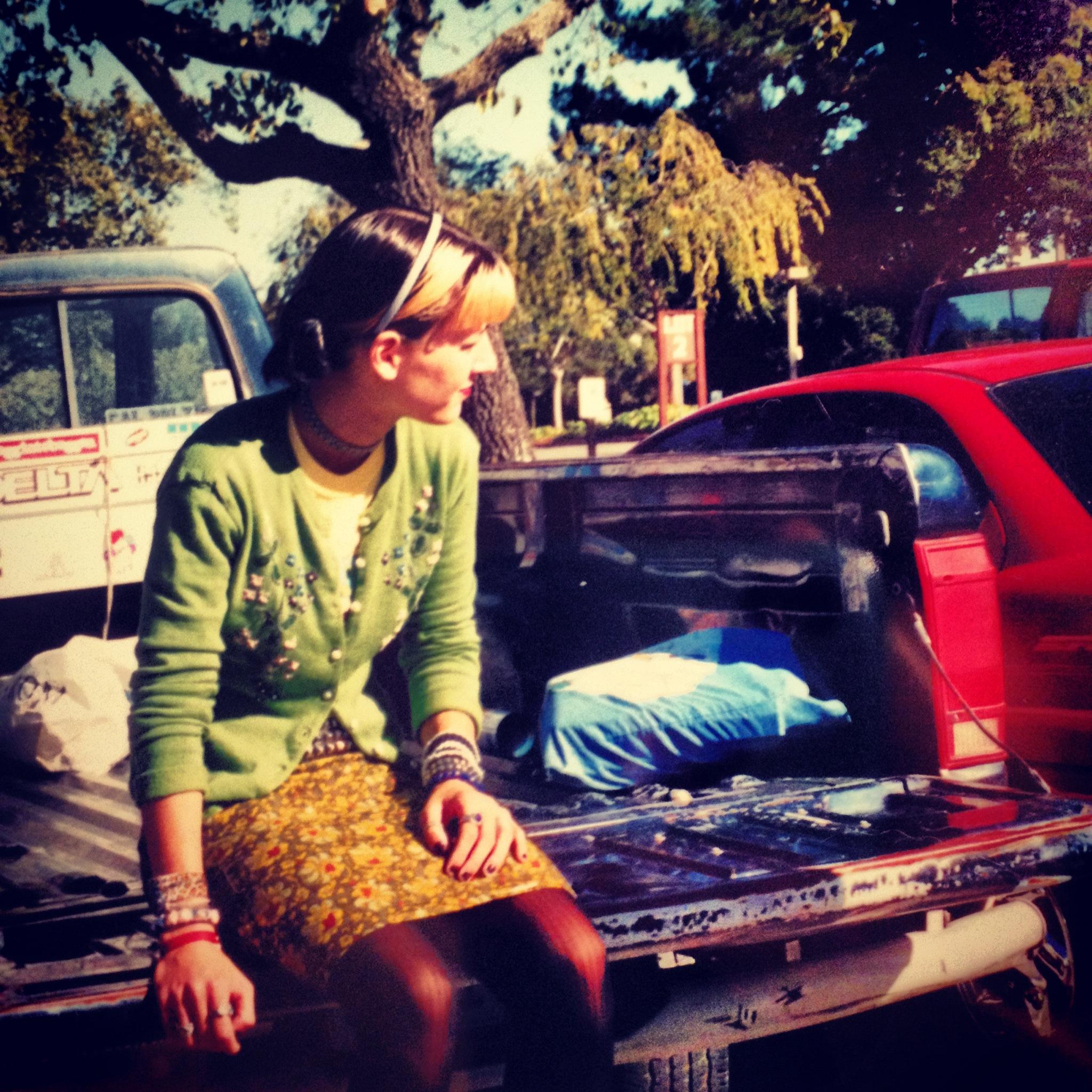 Young-Punk-Girl-Car