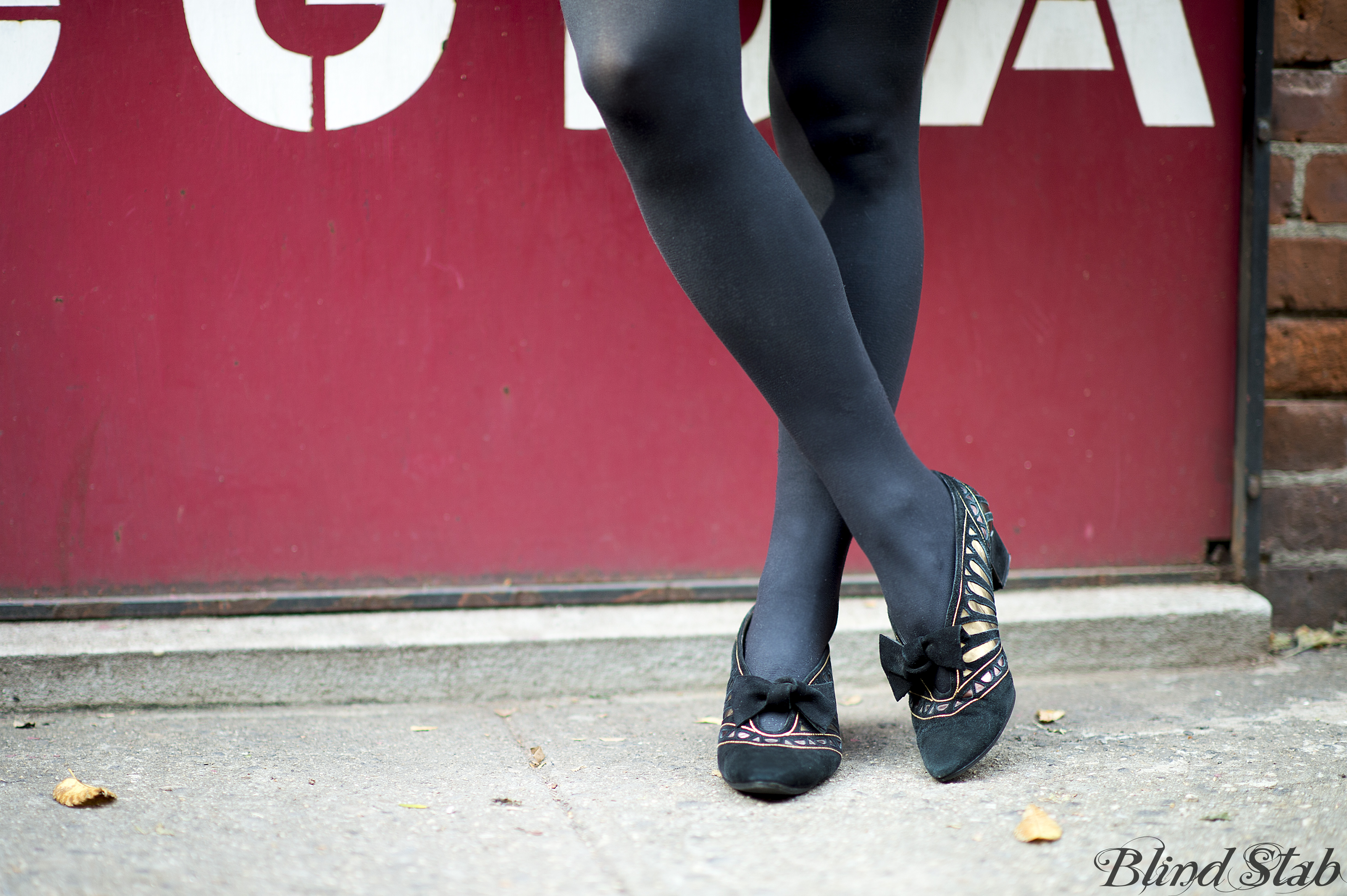 Curvy-Woman-Street-Style-Gold-Heels