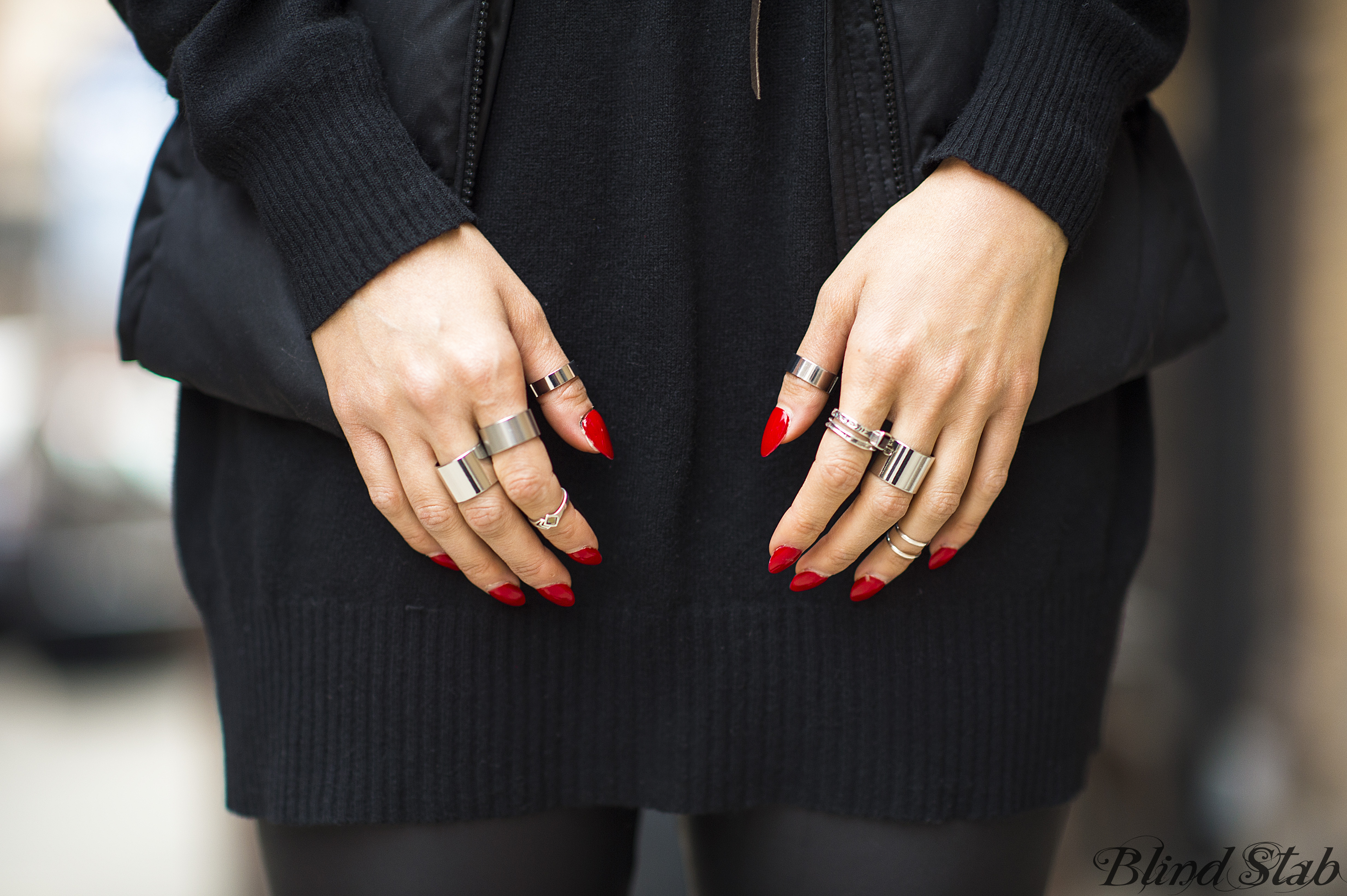 Red-Pointy-Acrilyc-Nails-Silver-Stacked-Rings
