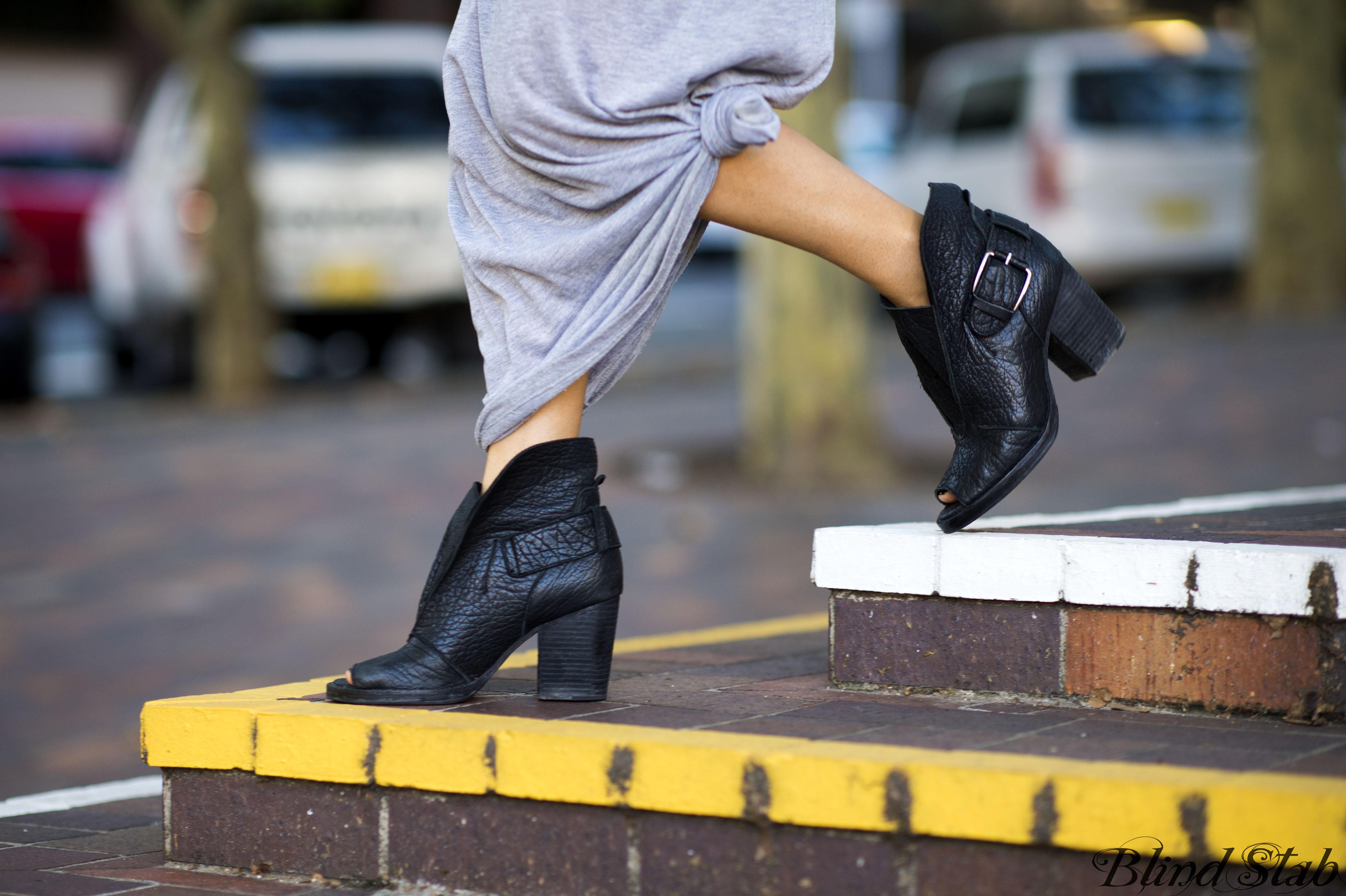 Blind Stab Dana Suchow Sydney Fashion Week Spring Black Wide Brim Hat 4