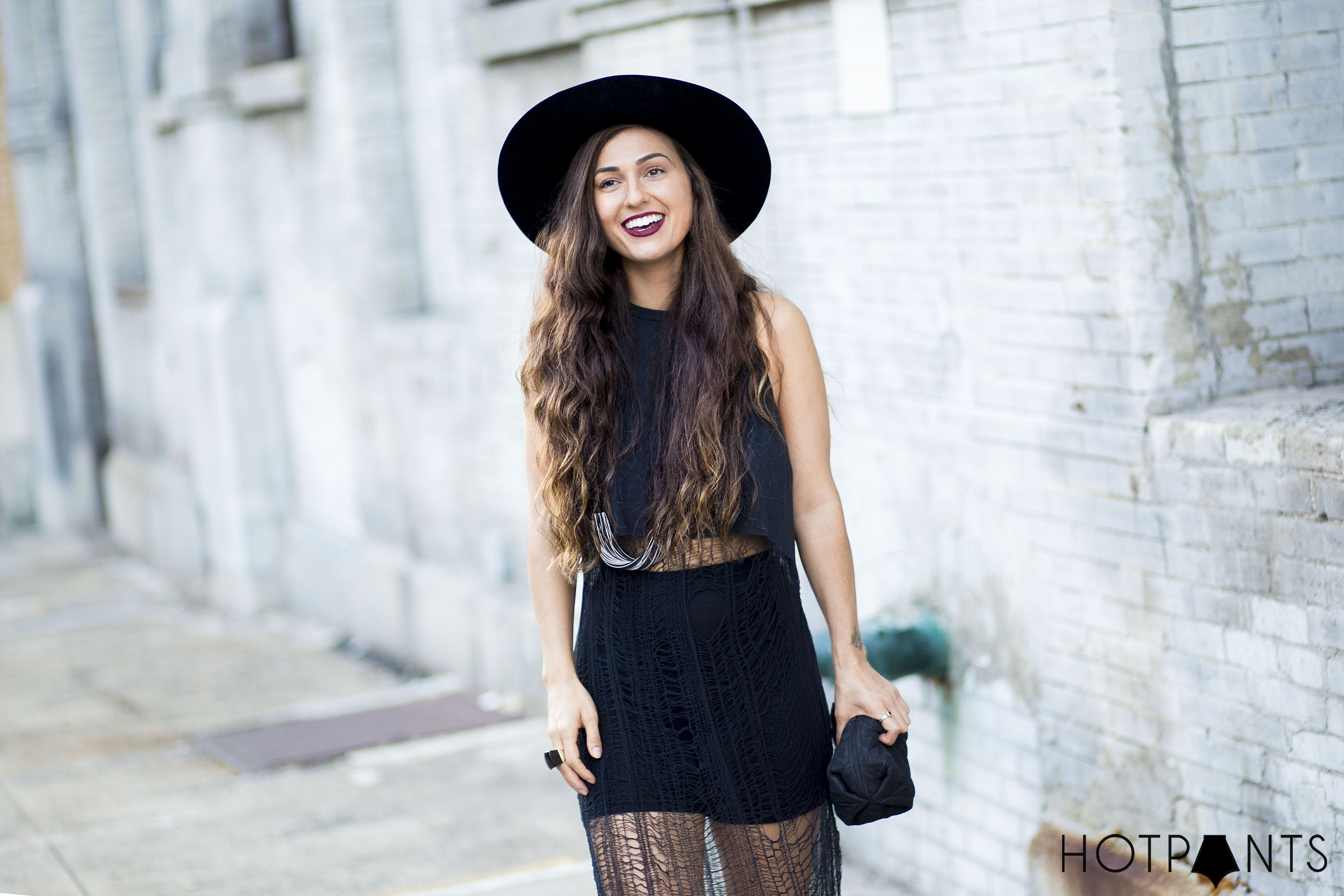 Curvy Woman New York Fashion Street Style Long Hair Blogger