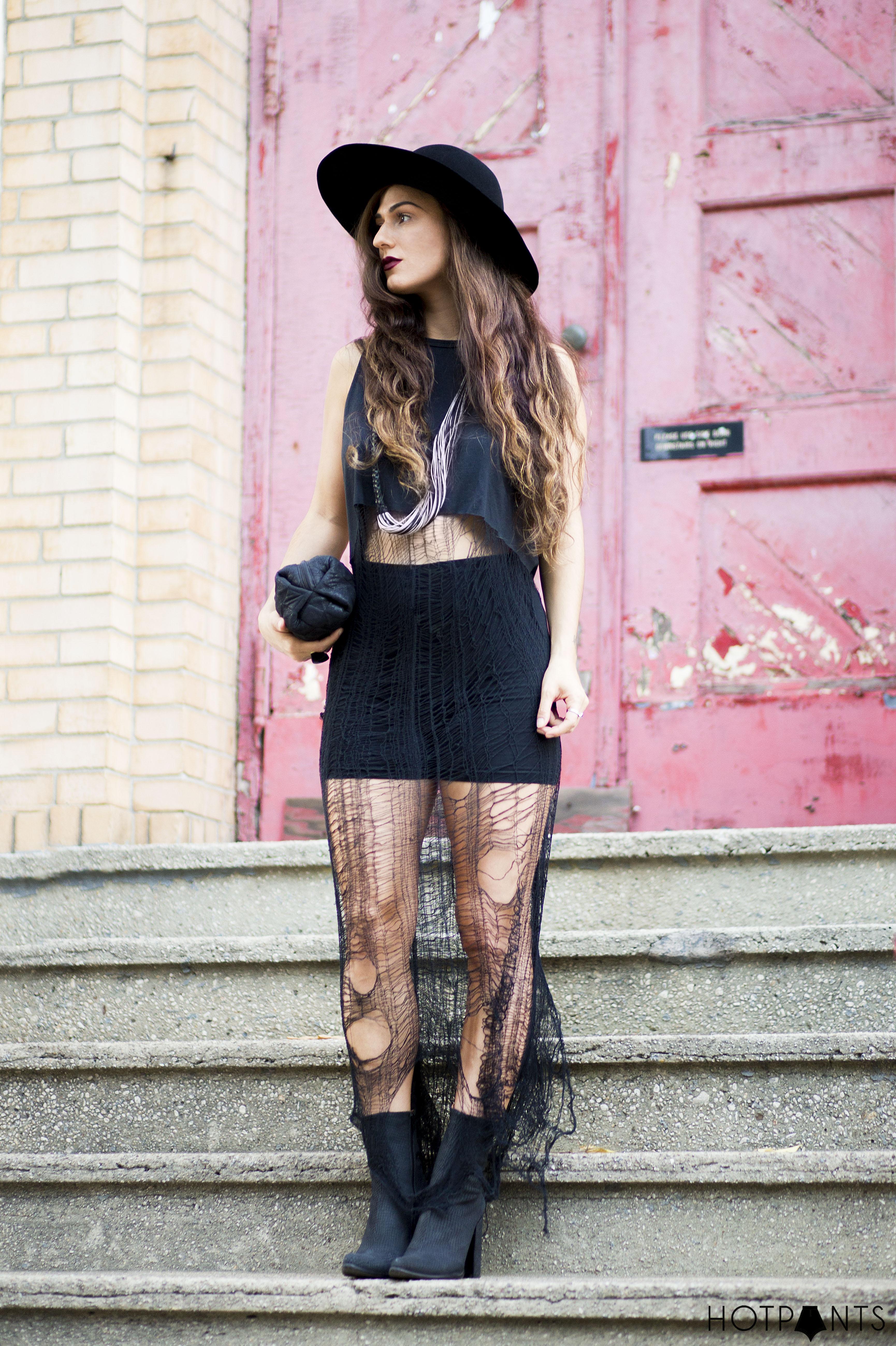 Curvy Woman New York Fashion Street Style Long Hair Blogger