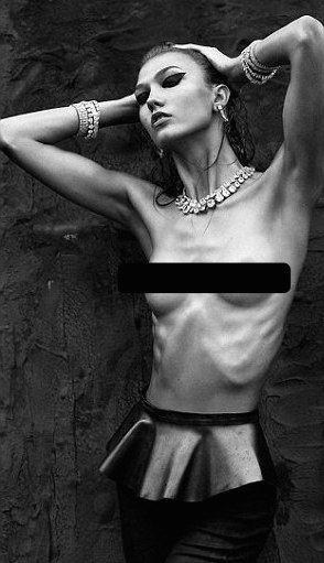 Karly Kloss Photoshop skinny Numero Uno Ribs Skin Smooth Beauty Standards