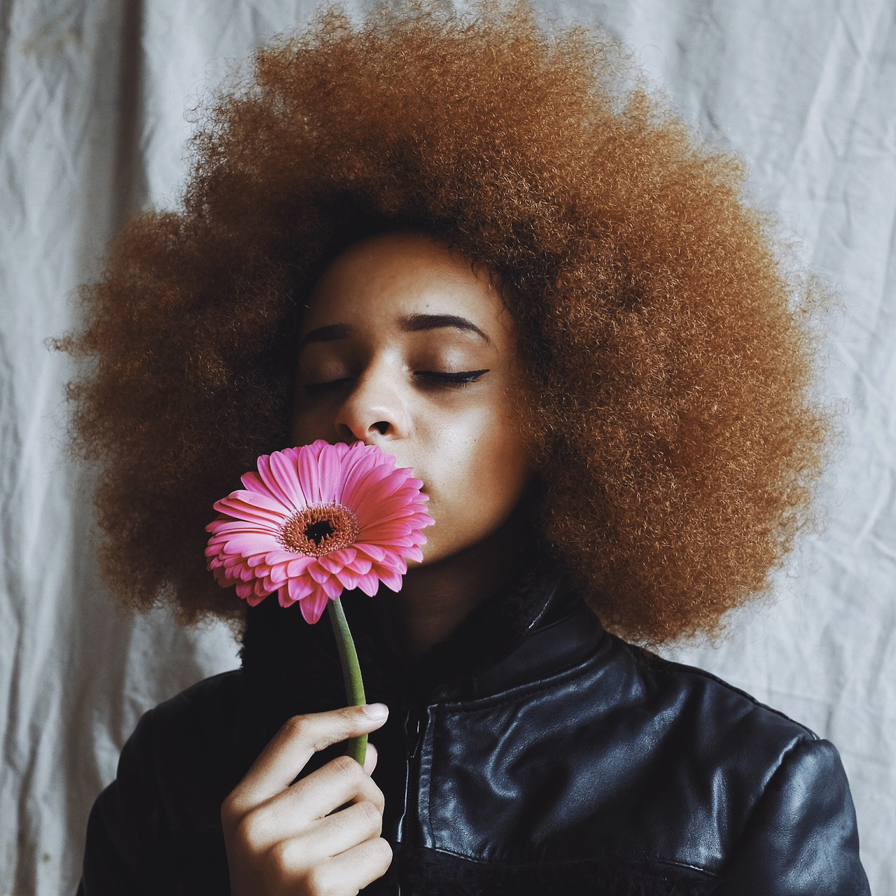 Love your natural hair do the hotpants woman black afro natural hair flower crown beautiful woman of color izmirmasajfo