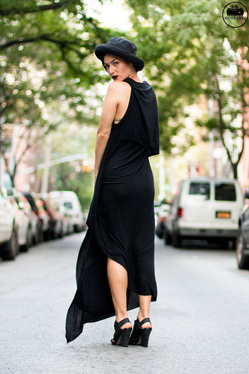 Do The Hotpants Dana Suchow Goth Streetstyle Fashion Black Maxi Dress Gothic Style MAC Dark Lipstick Fall Look IMG_2081