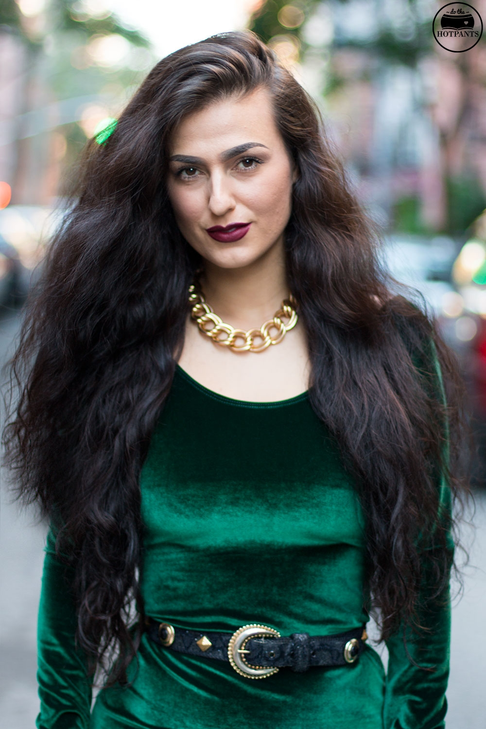 Do The Hotpants Dana Suchow Green Velvet Bodycon Dress Minidress Curvy Woman Long Hairstyle Wavy Hair IMG_3322