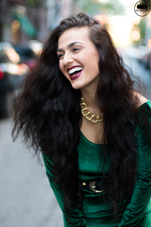 Do The Hotpants Dana Suchow Green Velvet Bodycon Dress Minidress Curvy Woman Long Hairstyle Wavy Hair Img 3329