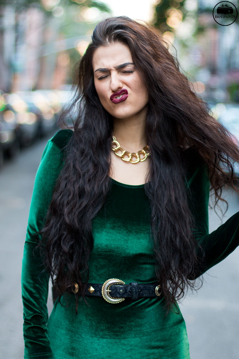 Do The Hotpants Dana Suchow Green Velvet Bodycon Dress Minidress Curvy Woman Long Hairstyle Wavy Hair IMG_3333