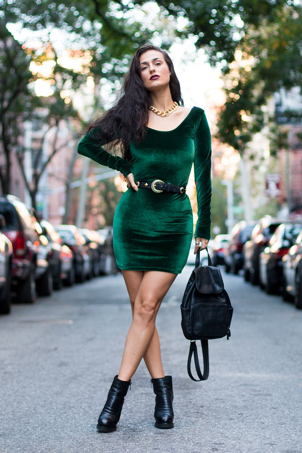 Do The Hotpants Dana Suchow Green Velvet Bodycon Dress Minidress Curvy Woman Long Hairstyle Wavy Hair IMG_3422