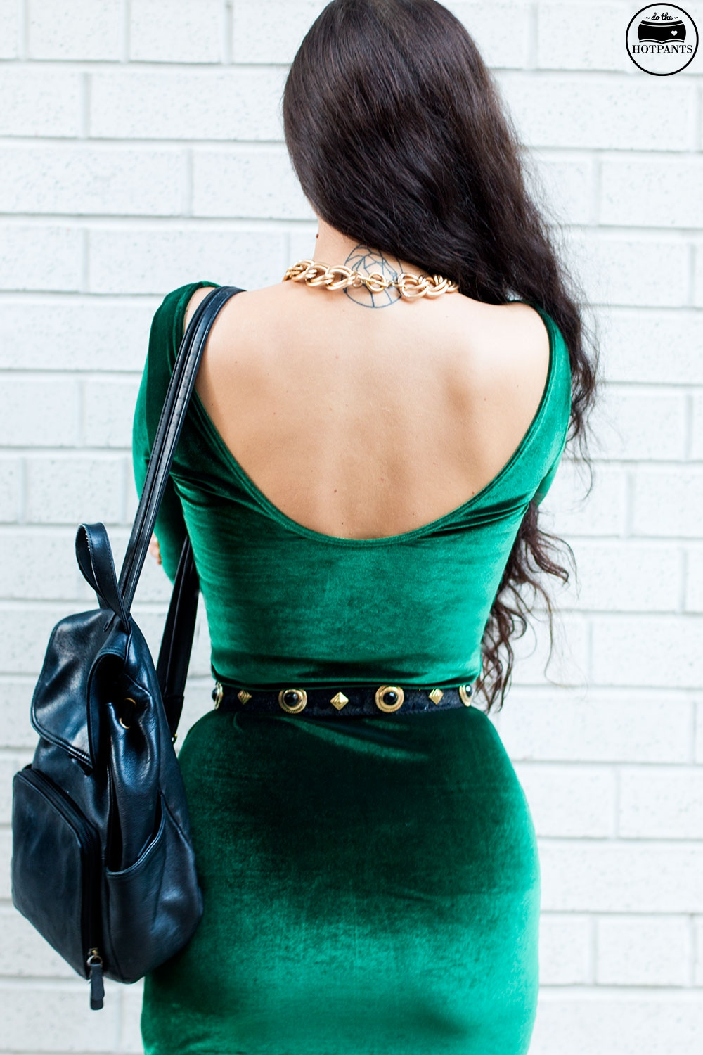 Do The Hotpants Dana Suchow Green Velvet Bodycon Dress Minidress Curvy Woman Long Hairstyle Wavy Hair IMG_3612