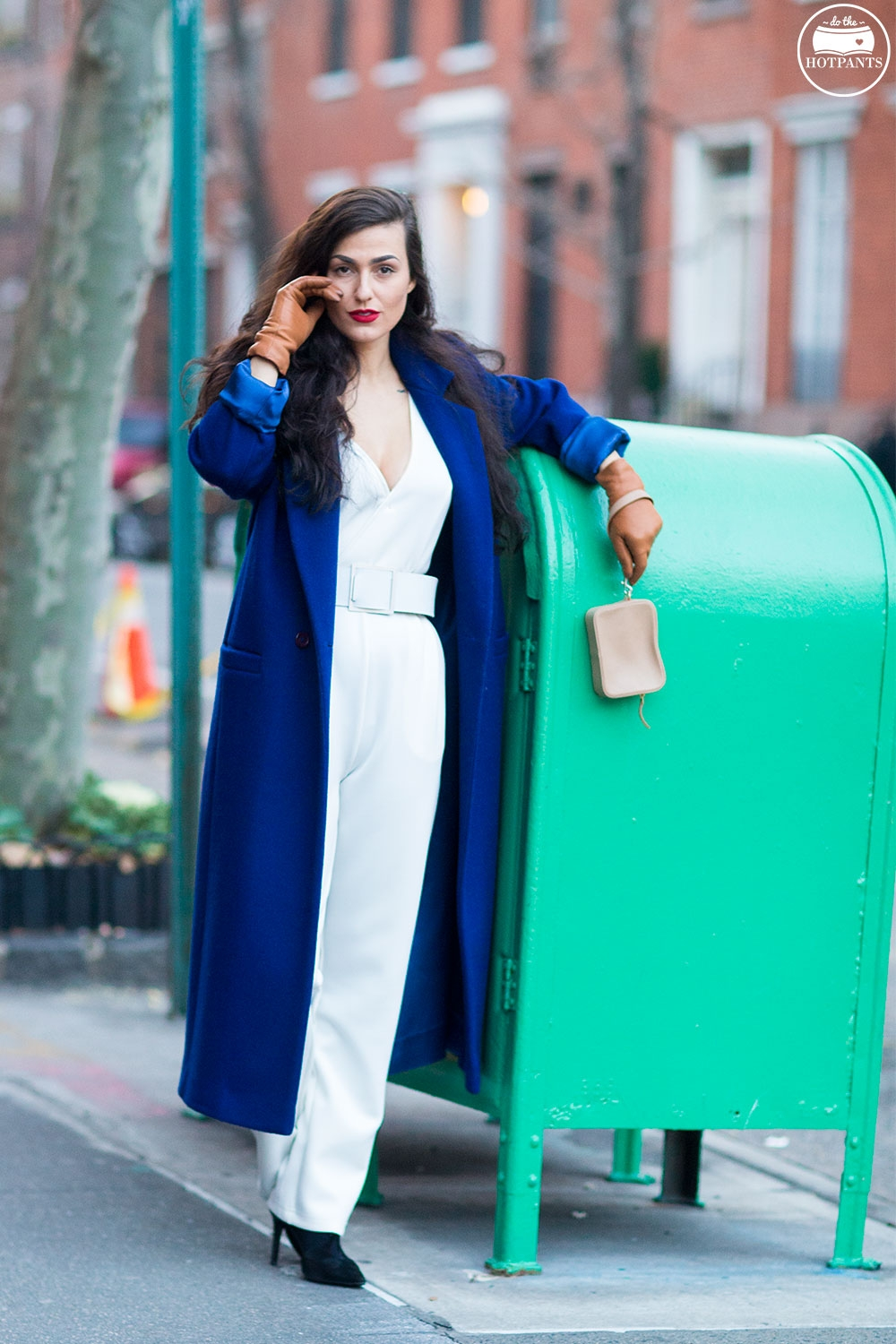 Do The Hotpants Dana Suchow White Jumpsuit Navu Blue Peacoat Trench Coat Jacket Red Lipstick Long Hair Woman MJJ_0001