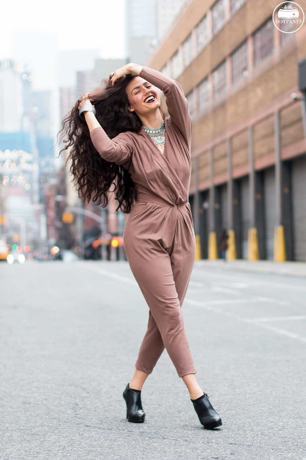 Do The Hotpants Dana Suchow Curvy Woman Jumpsuit Nude Outfit Winter Fashion Long Wavy Hair Dark Lipstick IMG_7327