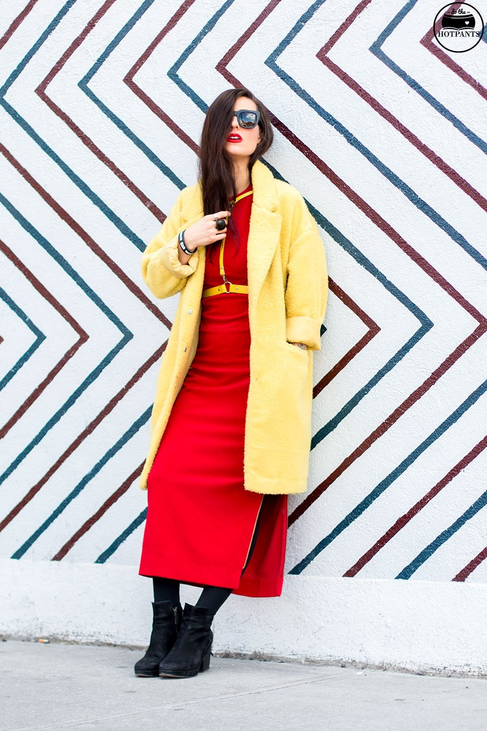 Do The Hotpants Dana Suchow Yellow Jaket Zana Bayne Harness Red Dress Bright Colored Outfit New York City Streetstyle IMG_7884