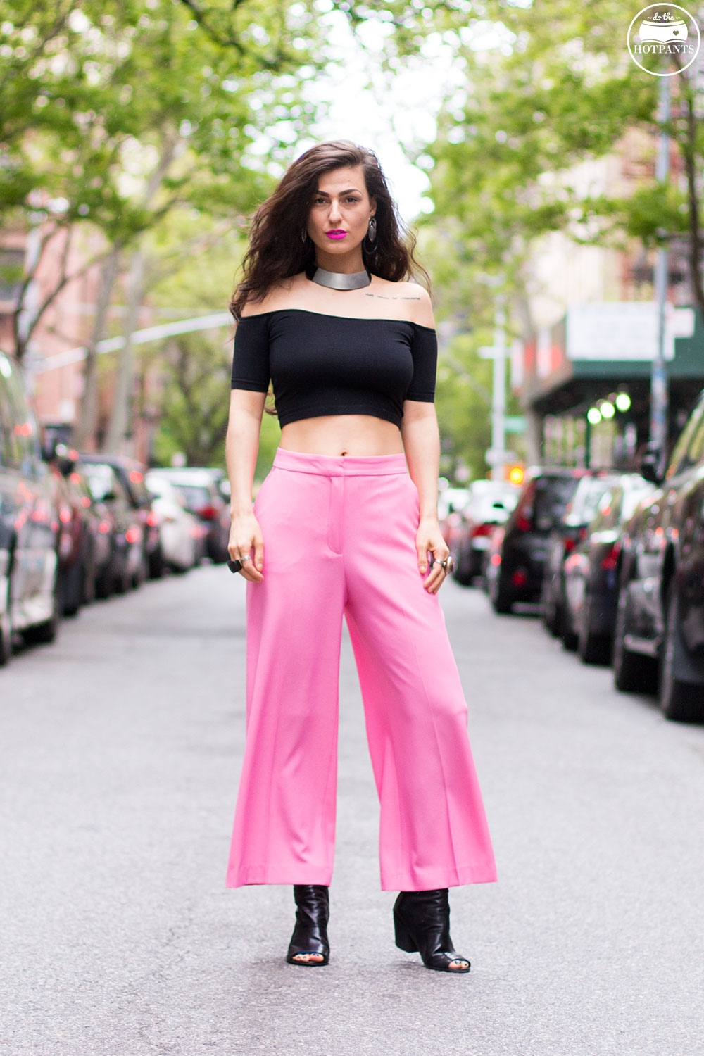Do The Hotpants Dana Suchow Pink Pants Neon Lipstick Wide Leg Capri Culottes Pant Black Crop Top IMG_8755