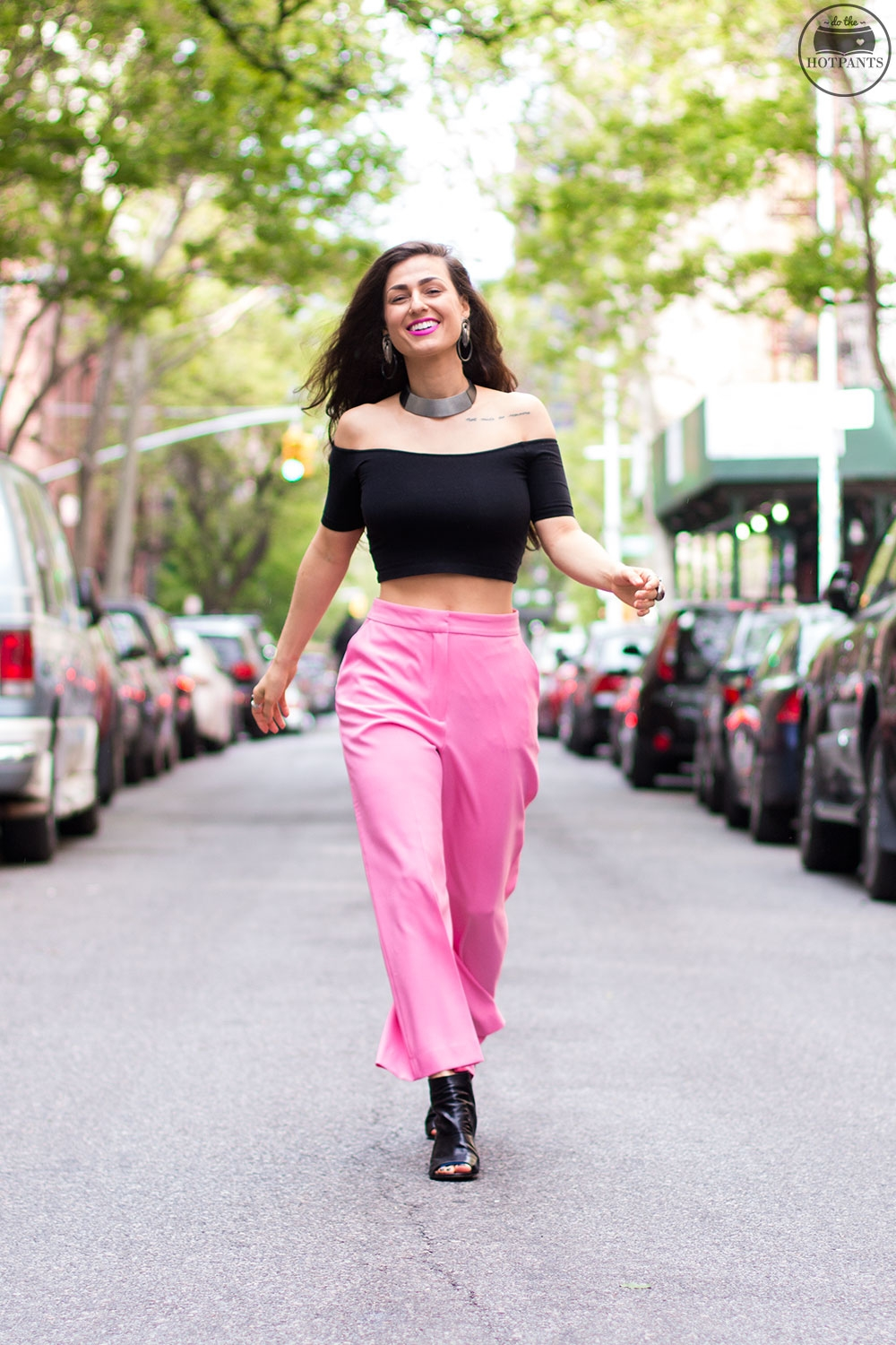 Do The Hotpants Dana Suchow Pink Pants Neon Lipstick Wide Leg Capri Culottes Pant Black Crop Top IMG_8829