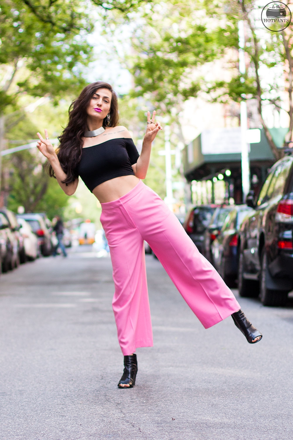 Do The Hotpants Dana Suchow Pink Pants Neon Lipstick Wide Leg Capri Culottes Pant Black Crop Top IMG_8972